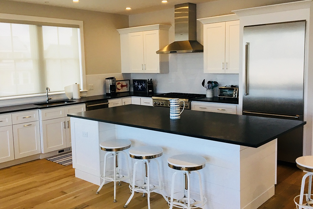Modern kitchen black and white with island